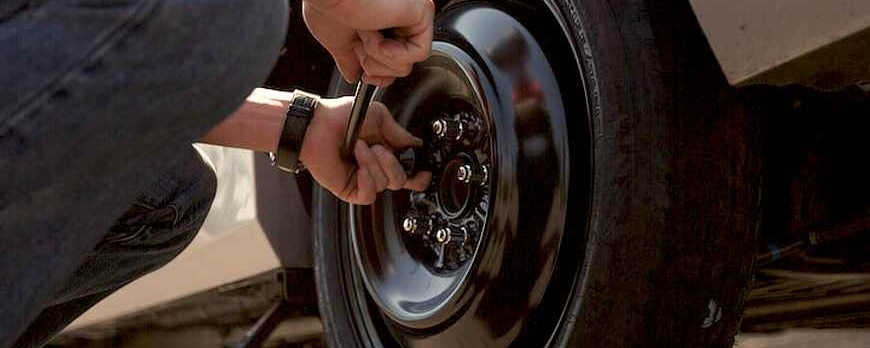 Changing a Travel Trailer Tire: This Is How You Do It